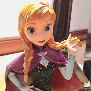Disney Showcase Collection  Anna